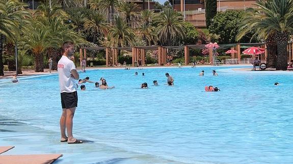 Ma ana s bado abre la piscina de las fuentezuelas ser la for Piscina municipal de granada